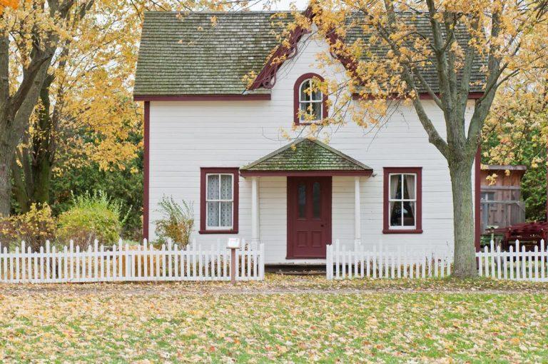 Czym kierować się przy wybieraniu ogrodzeniu do domu?