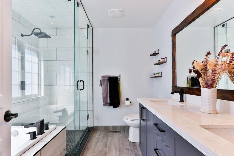 Jak wybierać materiały wykończeniowe do łazienki?
