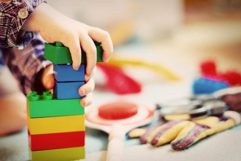 Jakie meble dla dziecka powinniśmy kupić do jego pokoju?