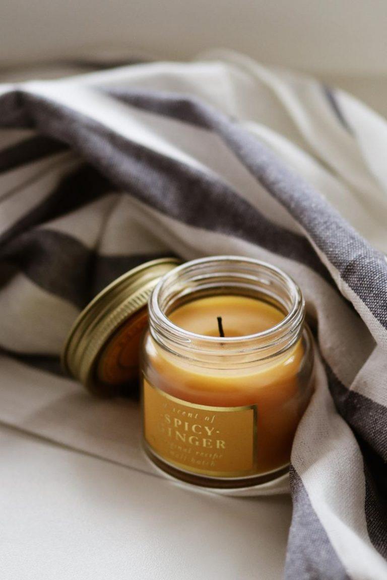 Jakie zapachy świec warto wybrać do naszego domu?