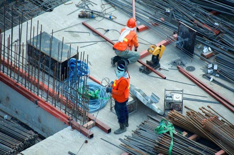 Jak zapoznać się z materiałami budowlanymi?